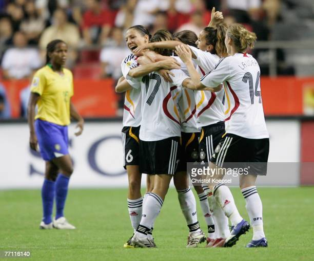 The German Team celebrates the 20 victory after the Women's World Cup 2007 Final match between Brazil and Germany at the Shanghai Hongkou Football...