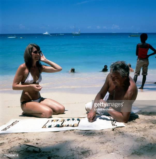 The German television presenter, programme announcer, actress and former Miss World Petra Schürmann plays backgammon with her partner Gerhard Freund...