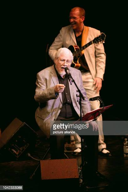 The GermanAmerican singer Bill Ramsey performs with Joerg Seidel their program 'A tribute to the Coles Nat Cole Cole Porter' during a concert at the...