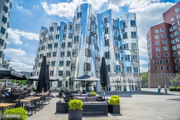 the gerry buildings at düsseldorf media harbour, düsseldorf, north rhine-westphalia, germany, july 10, 2016 - medienhafen stock-fotos und bilder