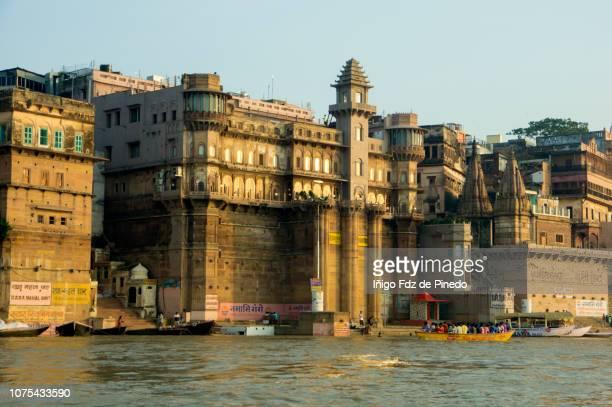 the ghats, varanasi, benarés or kashi, uttar pradesh, india. - ghat stock pictures, royalty-free photos & images