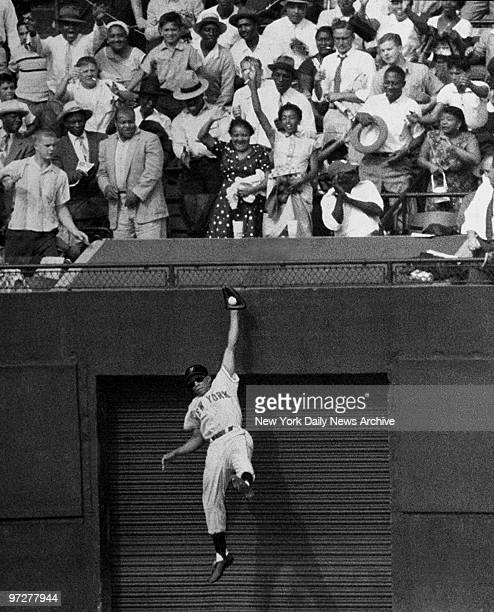 The Giants' amazing Willie Mays amazes centerfield fans with leaping onehanded catch of Duke Snider's long drive to exit gate in seventh inning The...