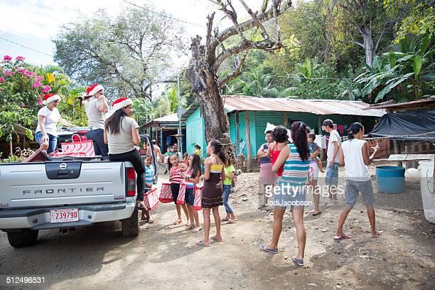 el regalo de dar en navidad - península de nicoya fotografías e imágenes de stock