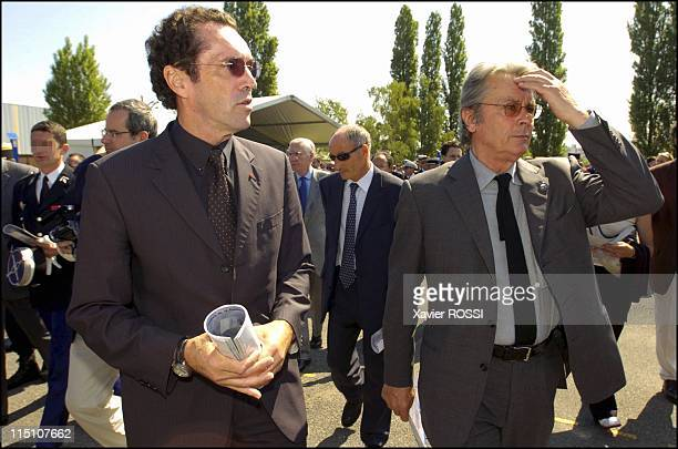 The GIGN celebrates its 30 years in Satory France on June 15 2004 Commander Prouteau GIGN creator and Alain Delon