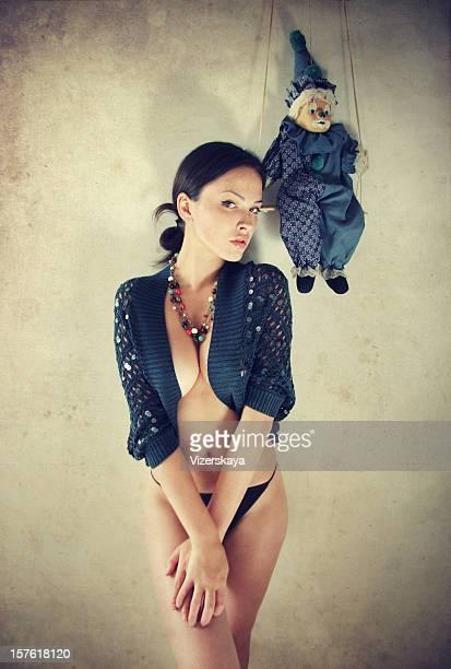 Das Mädchen mit einer Puppe