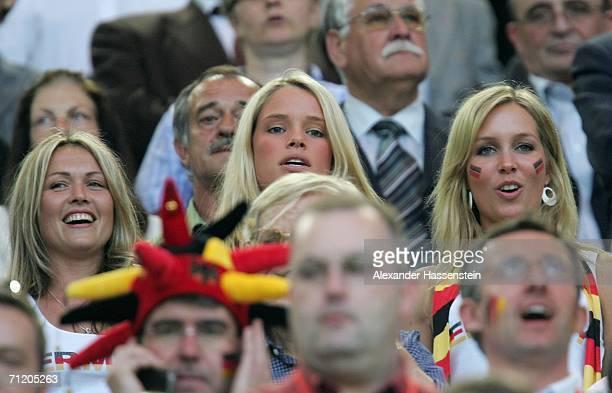 The girlfriends from the German defender Arne Friedrich, Linn , the German midfielder Tim Borowski, Lena , and the German midfielder Bernd Schneider,...