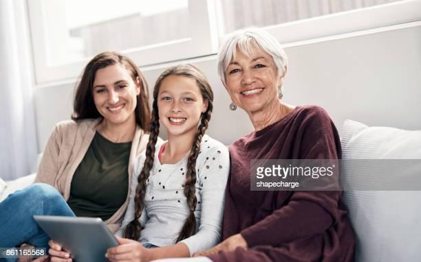 die mädchen beschlossen, im heute zu gast - stay at home mother stock-fotos und bilder