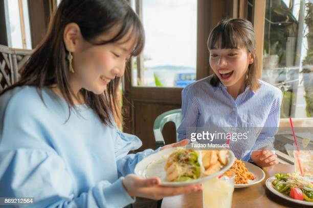 the girls have lunch, at the beach restaurant. - 昼食 ストックフォトと画像