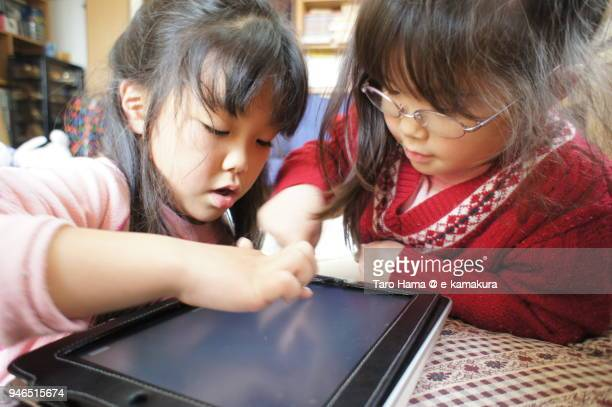 The girls playing tablet PC