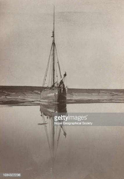 The 'Gjoa' in Summer Gjoahaven King William Land The aim of this expedition was to make the first complete journey through the Northwest Passage and...