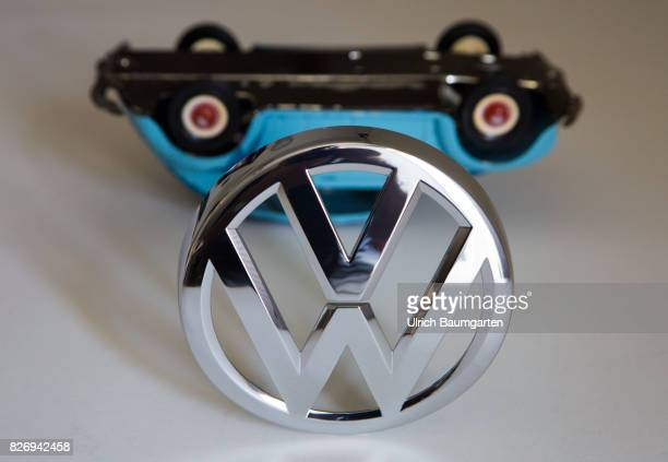 The glamor is gone The Volkswagen Group in the swirl of the exhaust gas scandal The symbol photo shows a VW Beetle model lying on the roof with the...