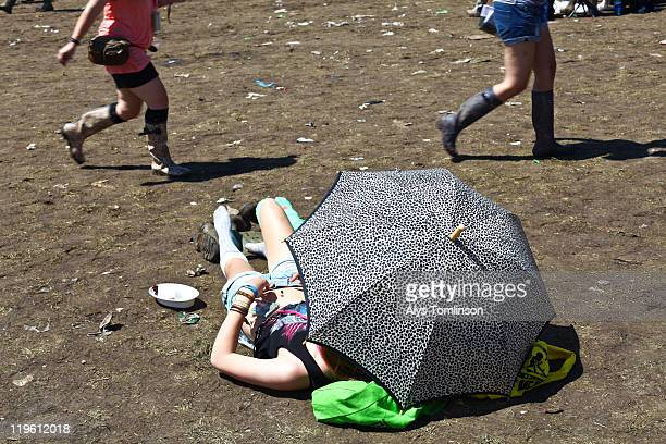 the glastonbury festival 2011 - newpremiumuk stock pictures, royalty-free photos & images
