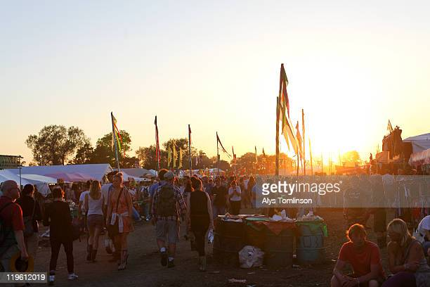 the glastonbury festival 2011 - glastonbury stock pictures, royalty-free photos & images