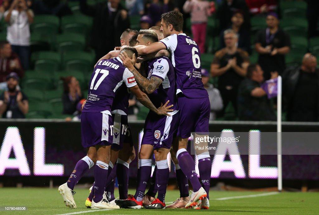 A-League Rd 7 - Perth v Melbourne City : News Photo