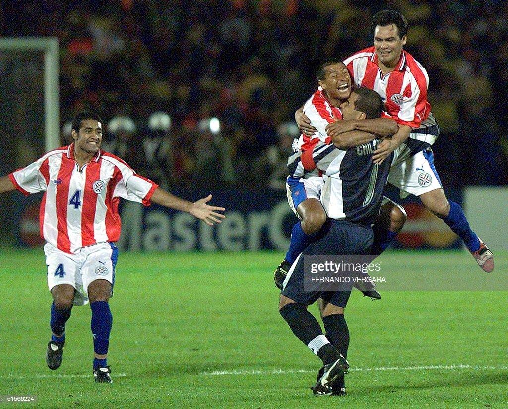 The goalkeeper of Paraguayan selection Jose Luis C : News Photo