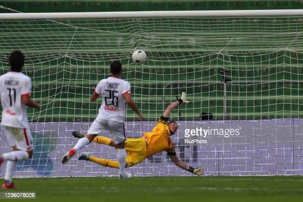The gol of Partipilo Anthony and goalkeeper Grandi Matteo during the Italian Football Championship League BKT Ternana Calcio vs LR Vicenza on October...