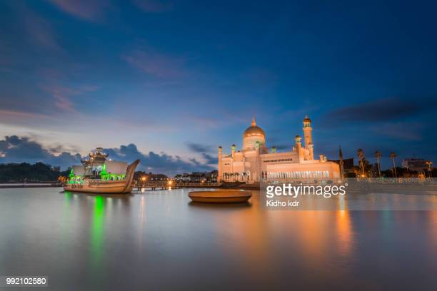 the golden dome - brunei stock pictures, royalty-free photos & images