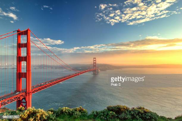 the golden gate bridge during sunset in san francisco, california. - san francisco fotografías e imágenes de stock