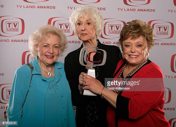The Golden Girls actresses Betty White Beatrice Arthur and Rue McClanahan winners of the Pop Culture award pose for a portrait during the 6th annual...