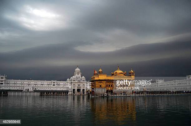 the golden temple - punjab india stock pictures, royalty-free photos & images