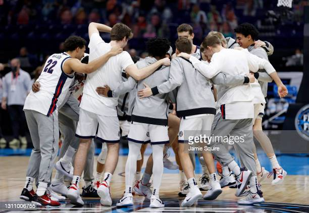The Gonzaga Bulldogs huddle on the court prior to the start of the National Championship game of the 2021 NCAA Men's Basketball Tournament against...