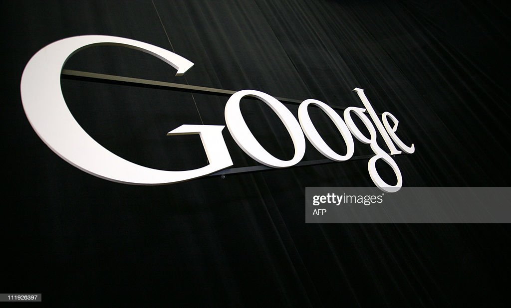 The Google logo at the Google headquarte : News Photo