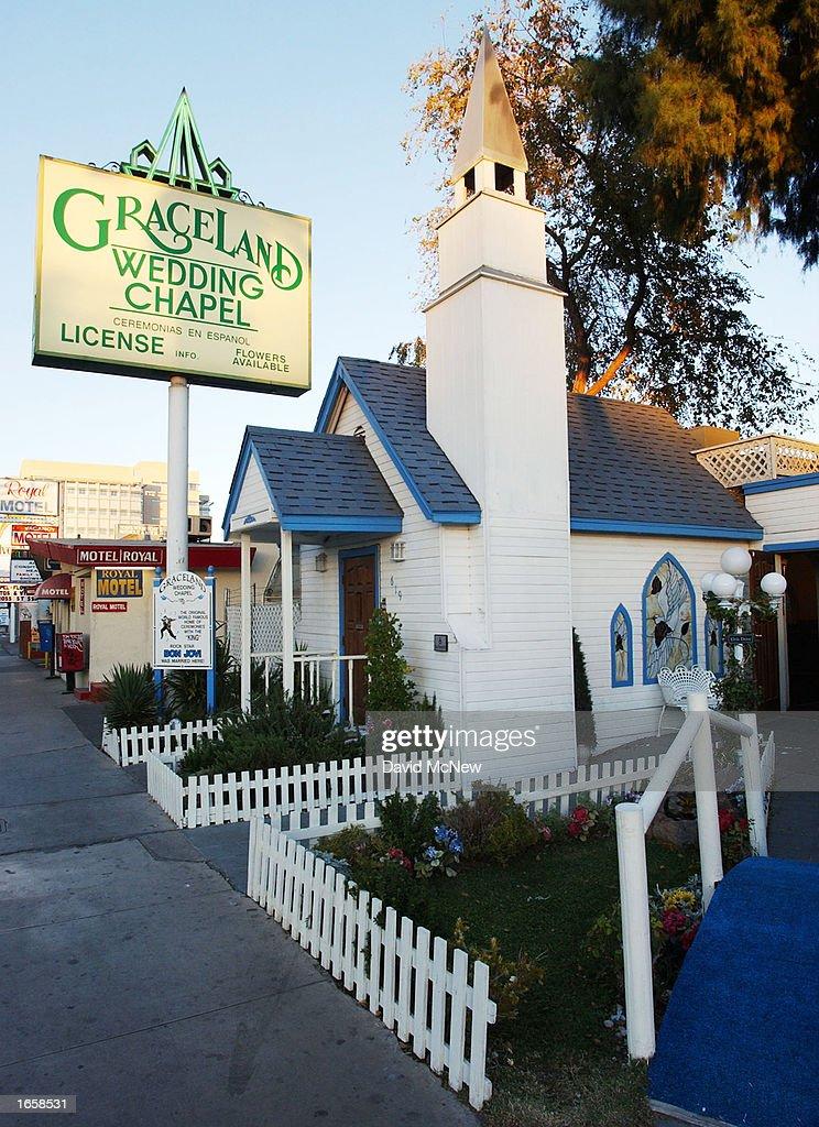 Las Vegas Wedding In Graceland Chapel