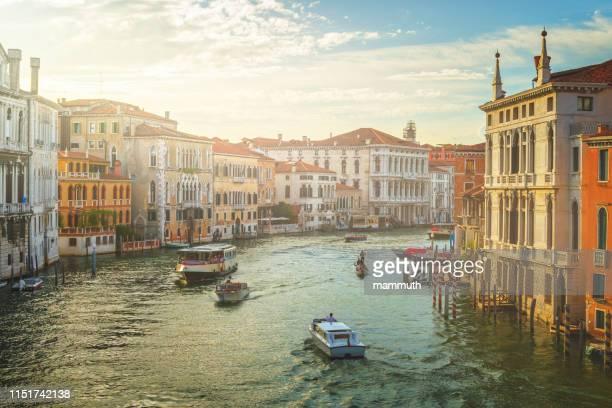 o canal grande em veneza, italy - grande canal veneza - fotografias e filmes do acervo