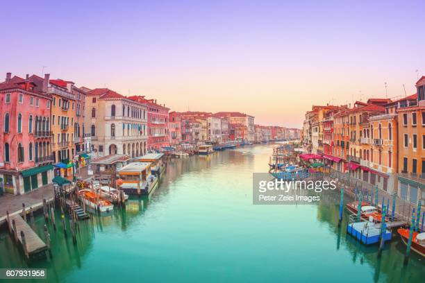 the grand canal in venice - canale grande venedig stock-fotos und bilder