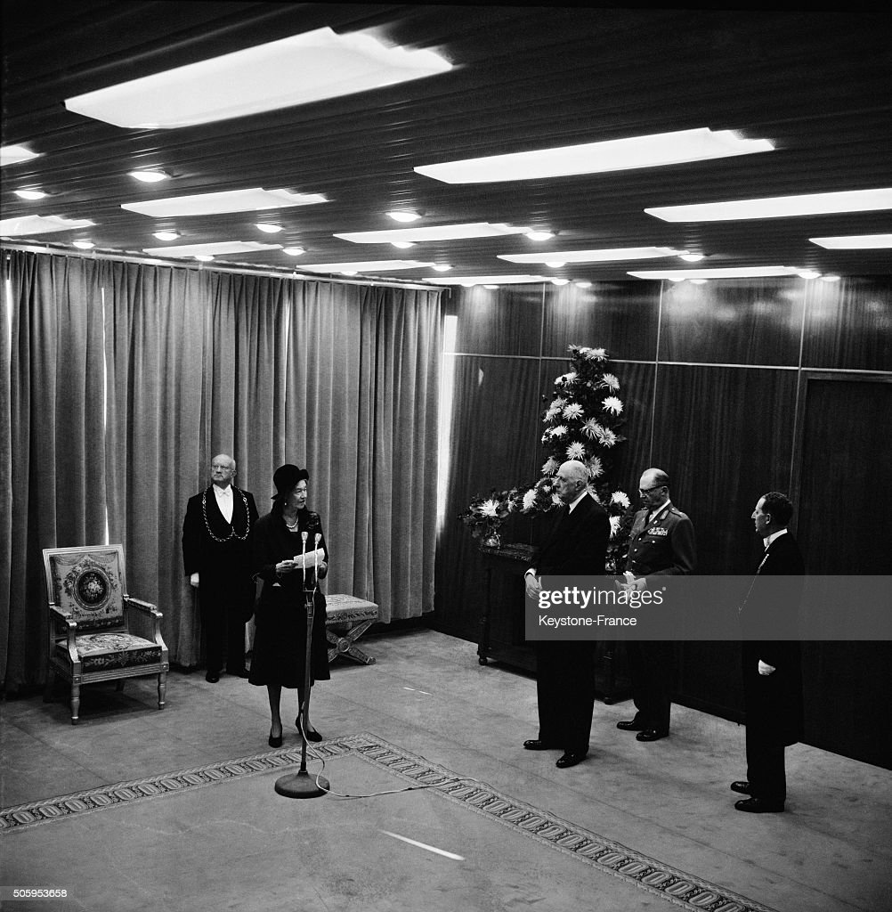 The Grand Duchess Charlotte Of Luxembourg And Prince Felix With President Charles De Gaulle At Paris Orly Airport For An Official Visit In France : Nieuwsfoto's
