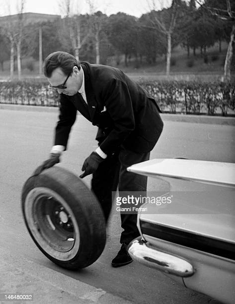 The Grand Duke Vladimir Kirillovich Romanov, head of the Russian imperial dynasty, change himself a wheel of his car Madrid, Spain. .