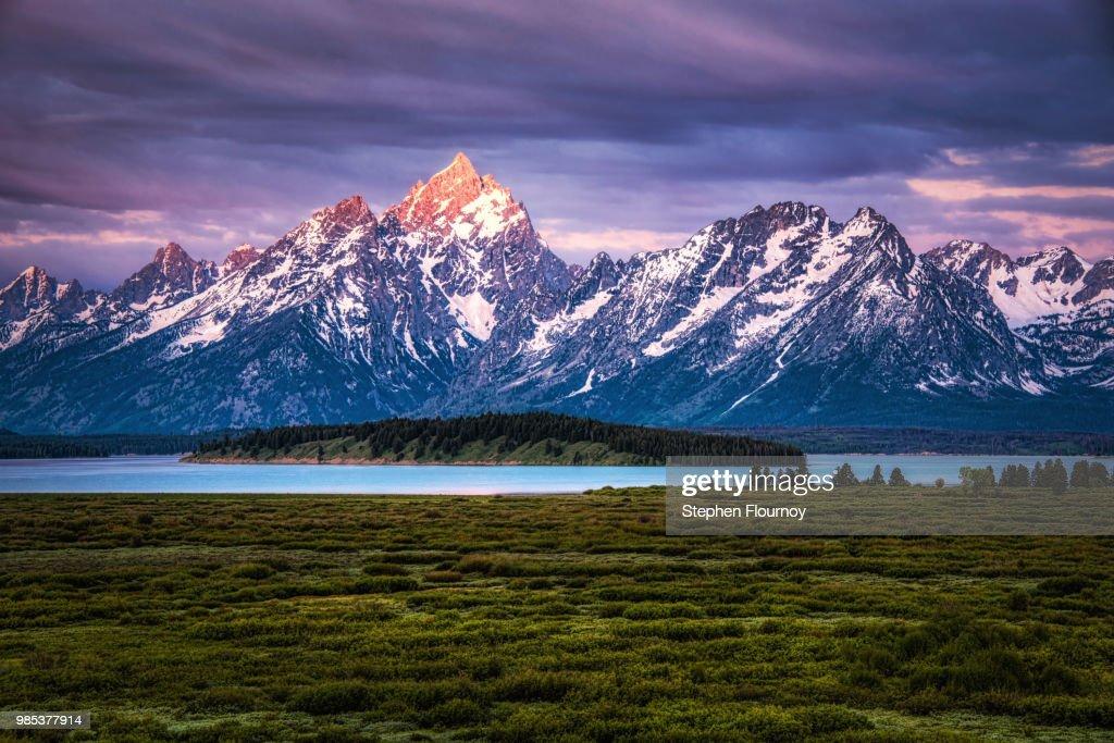 The Grand Tetons mountain range in Wyoming, USA. : Stock Photo