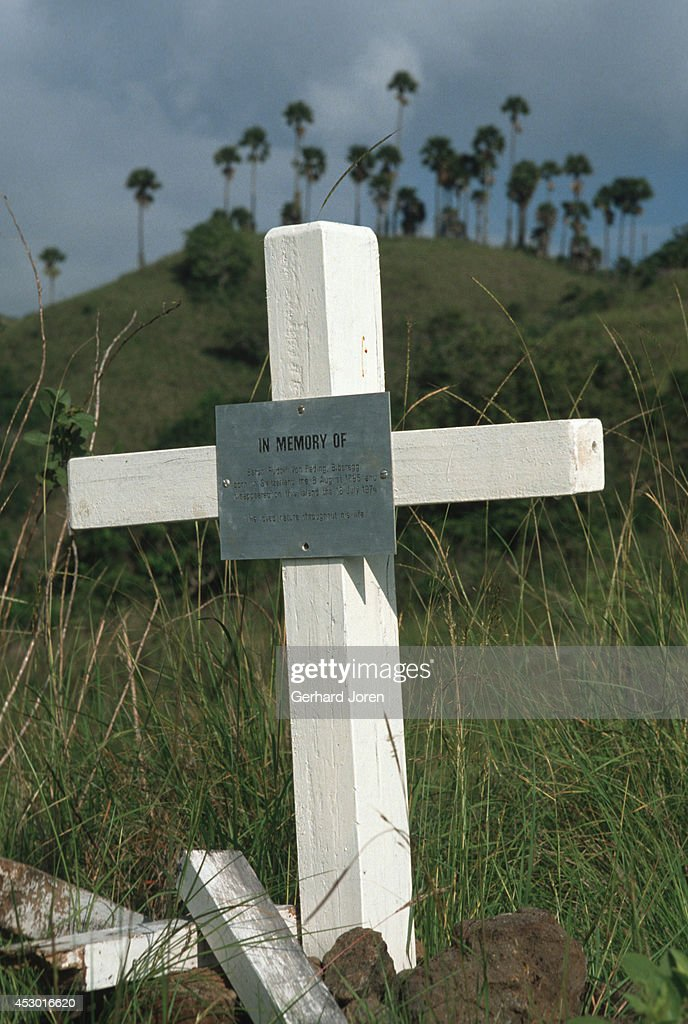 The grave for a German tourist who went to the beach alone... : News Photo