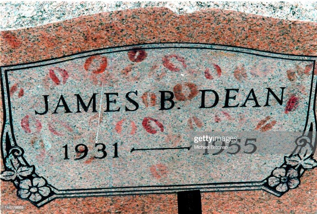 James Dean's Grave : Nachrichtenfoto