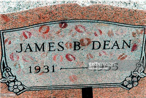 The grave of film star James Byron Dean in Fairmount Indiana September 1997 Pilgrims travel to the small town to commemorate his death on September...