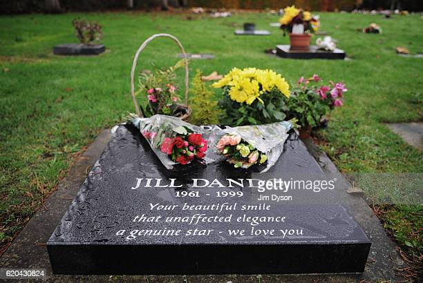 The grave of television presenter Jill Dando at Ebdon Road Cemetery on November 12 2009 in WestonsuperMare England Dead Famous is a journey through...