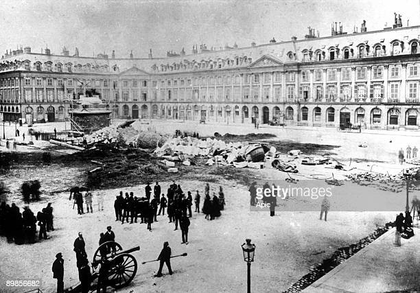 The Great Army Column on the Vendome Square , toppled during the Commune may 16, 1871