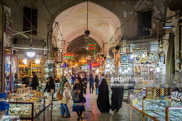 the great bazaar (bazar-e bozorg) - isfahan stock-fotos und bilder