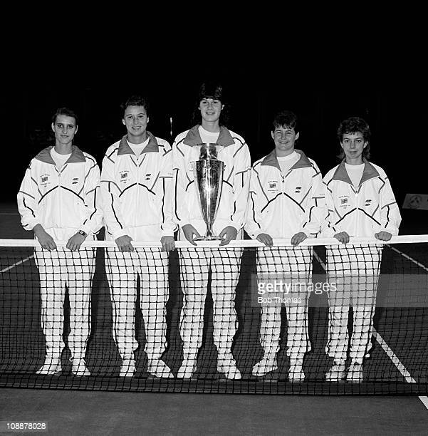 The Great Britain Wightman Cup Tennis team left to right Monique Javier Jo Durie Sarah Gomer Clare Wood and Julie Salmon with the trophy before the...