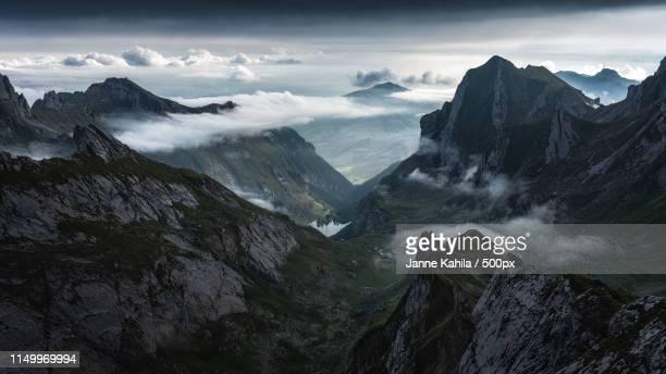 the great descent - alpen stock-fotos und bilder