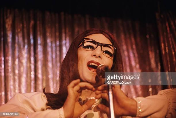 The Great Eugene, A Transvestite Show Created By Franz Salieri In Paris. Paris- août 1973- Les girls-boys de la 'Grande Eugène', spectacle de...