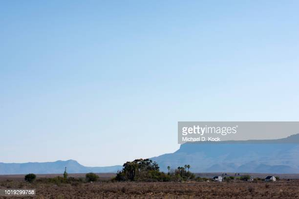 the great karoo and farmhouses, typical flat topped mountains in the distance, not far from beaufort west, south africa - the karoo stock pictures, royalty-free photos & images