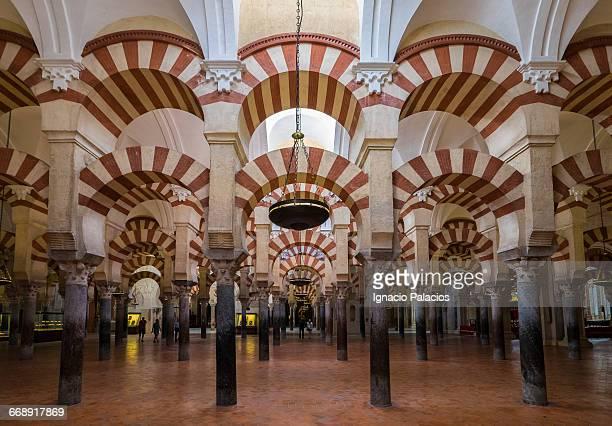 the great mosque of cordoba - mezquita fotografías e imágenes de stock