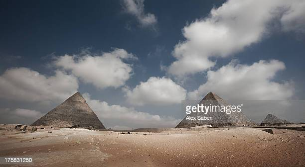 the great pyramids of giza on a sunny day. - alex saberi stock pictures, royalty-free photos & images