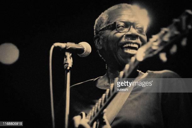 el gran cantante - soul, jazz y funk - club singer fotografías e imágenes de stock
