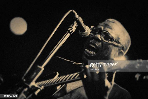 the great singer - soul, jazz and funk - pop musician stock pictures, royalty-free photos & images