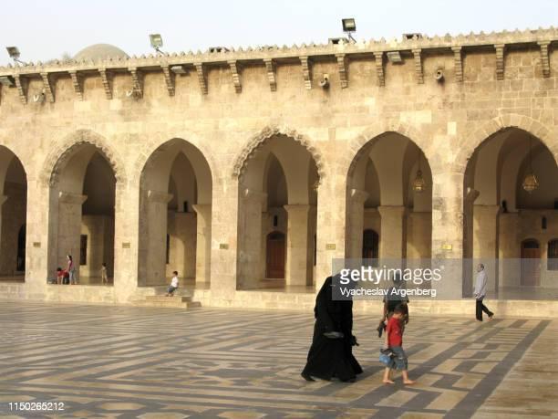 the great umayyad mosque of aleppo - argenberg stock-fotos und bilder