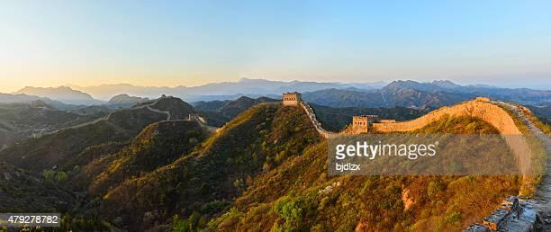 La Grande Muraille dans le lever du soleil