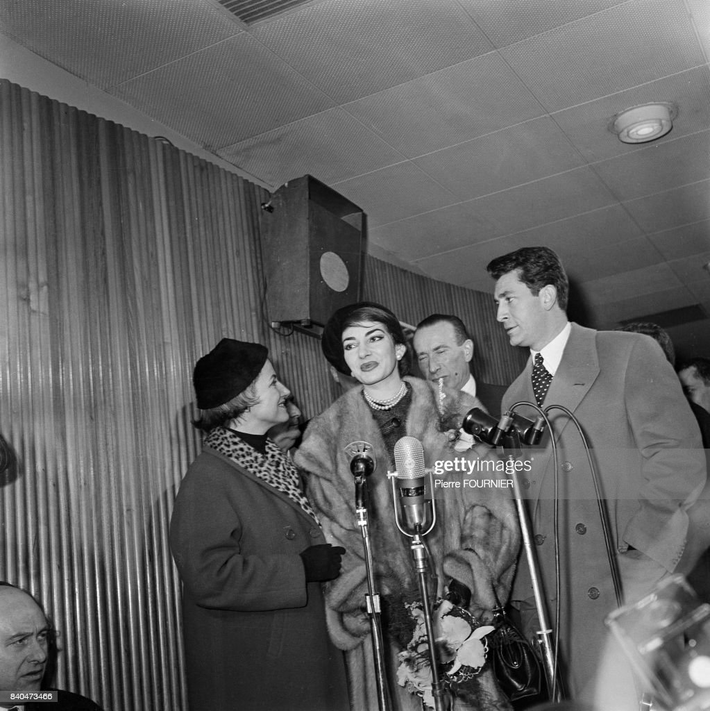 The Greek Opera singer Maria Callas and the french actor and singer Jean-Claude Pascal in Orly near Paris, 1st January 1958