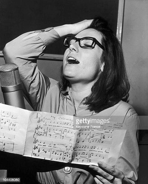 The Greek singer Nana MOUSKOURI recording the song MY COLOURING BOOK in London on March 12 1963